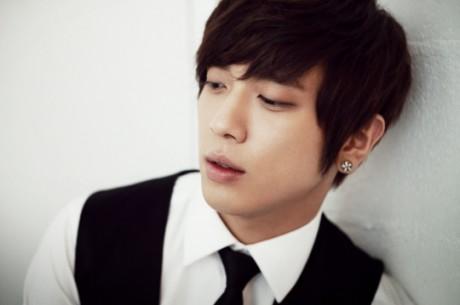 """Penampakan Yonghwa CN Blue Dalam Drama """"The Three ..."""